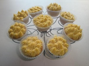 coconut-pineapple-cupcakesr