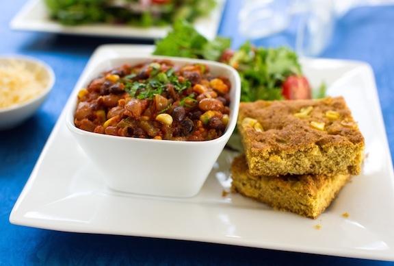 Chili-and-cornbread