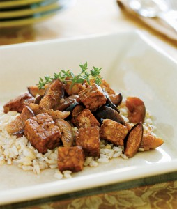 braised-tempeh-figs-the-vegan-slowcooker-header